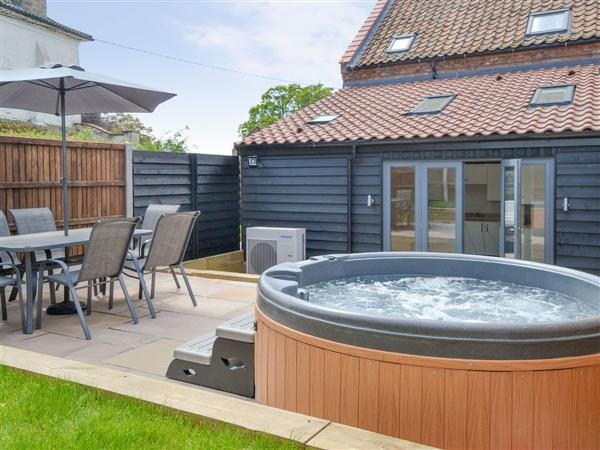 The Old Stables, Swafield, near North Walsham, Norfolk with hot tub