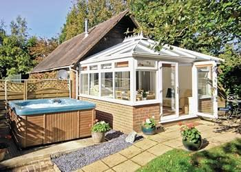 The Old Winery Cottage, Newent, Gloucestershire with hot tub