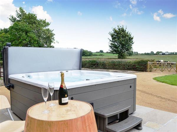 The Wheat Shed, Calthwaite, near Penrith, Cumbria with hot tub