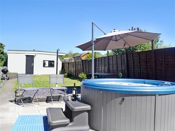 Ty Bryn Cottage, Kenfig Hill, near Bridgend, Glamorgan, Mid Glamorgan with hot tub