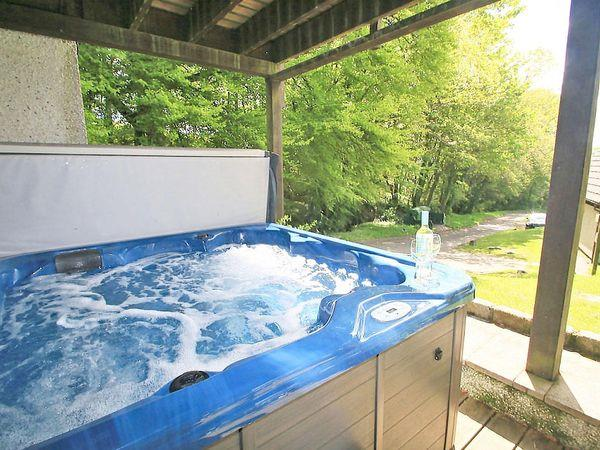 Valley Lodge 31, Callington with hot tub