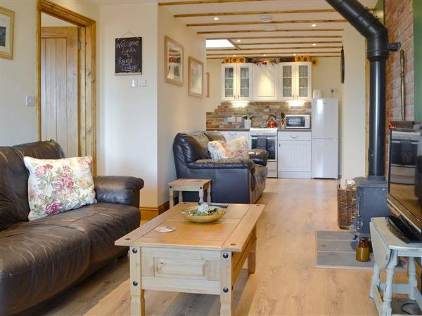 Wood Fen Lodges - Reed Lodge, Little Downham, near Ely, Cambridgeshire with hot tub