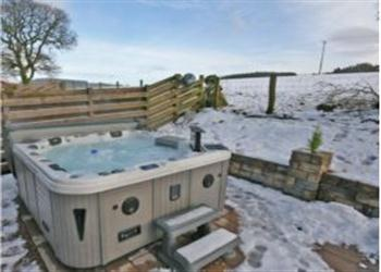 Woodside, Dumfries, Dumfriesshire with hot tub