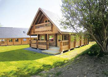 Cedar Wood Executive, Llanbedr, Gwynedd with hot tub