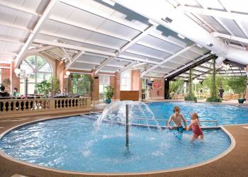Brynteg Platinum Lodge, Caernarfon, Snowdonia National Park with hot tub