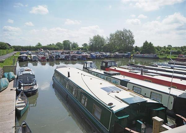 Lay in a Hot Tub at Devizes Marina Lodges