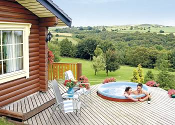 Serenity Spa Lodge, Bingley, Ilkley Moor with hot tub