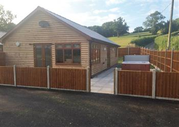 Valley View Lodge, Llandrindod Wells, Penybont with hot tub