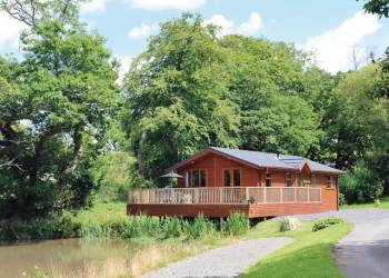 Bay Tree Lodge, Narberth, Pembrokeshire with hot tub