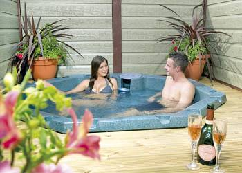 Couples Lodge, Swadlincote, Derbyshire with hot tub