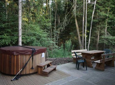 Make the most of the hot tub at Woodland Park Lodges
