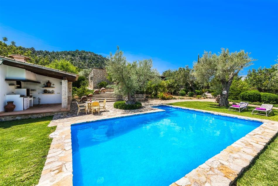 Enjoy the swimming pool at Gallardo in Spain & The Balearics